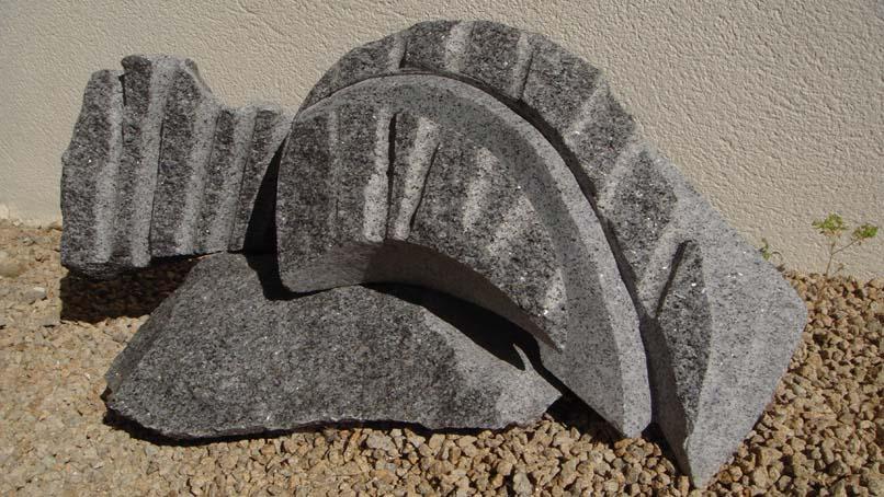 On est des vagues Granite de Lanhelin, Bretagne 40x75x43cm Ines Ferreira - 2012